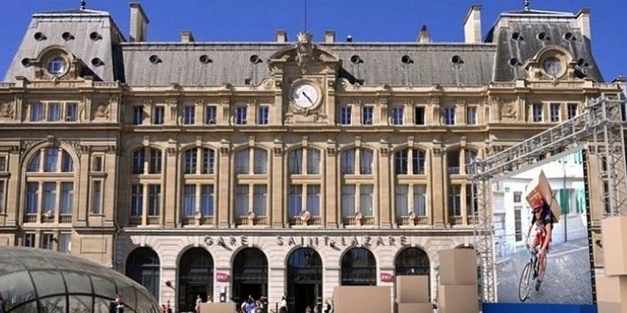 CDiscount-ouvre-entrepot-ephemere-devant-gare-Saint-Lazare-T