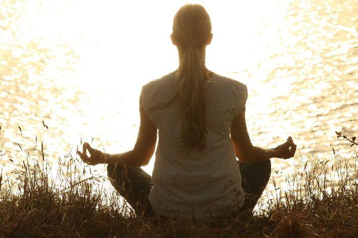 Une formation à la méditation de pleine conscience en ligne vous est proposée par la psychologue Jeanne Siaud-Facchin