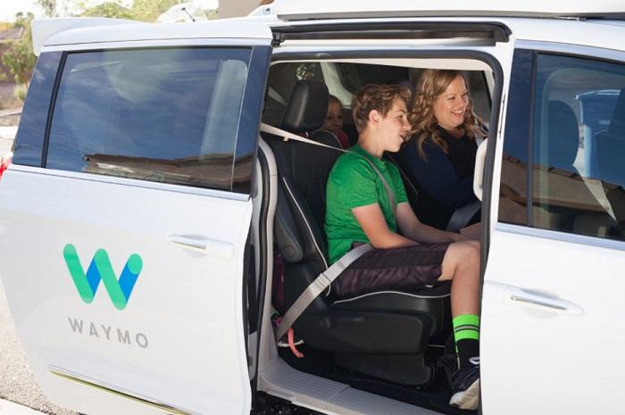 A Phoenix, Waymo permet au grand public de tester des véhicules autonomes