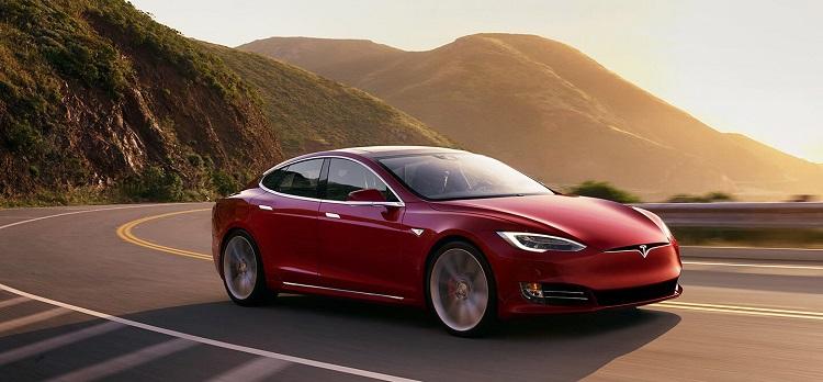 Véhicules autonomes: Tesla double son chiffre d'affaires