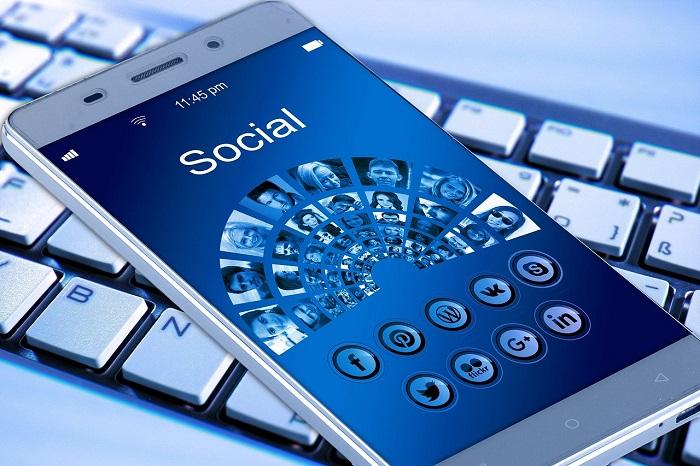 Infographie: Comment les journalistes utilisent de plus en plus les réseaux sociaux