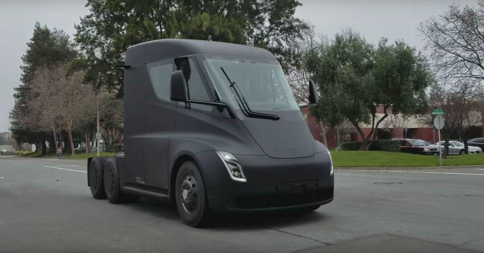 [Vidéo]: Le futur camion de Tesla a été filmé au coeur de la Silicon Valley