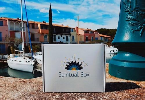 Box spirituelle Spiritual Box: pour entretenir et développer votre moi intérieur!