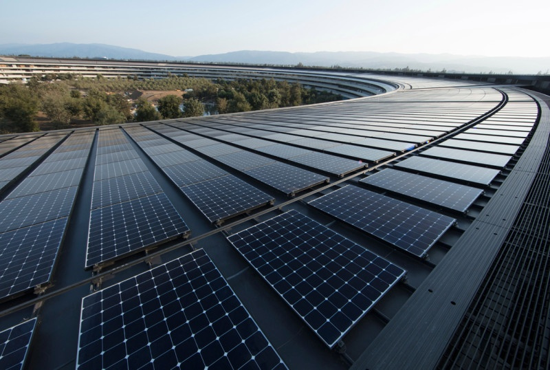 renewable-energy-apple_ap-solar-panels_040918