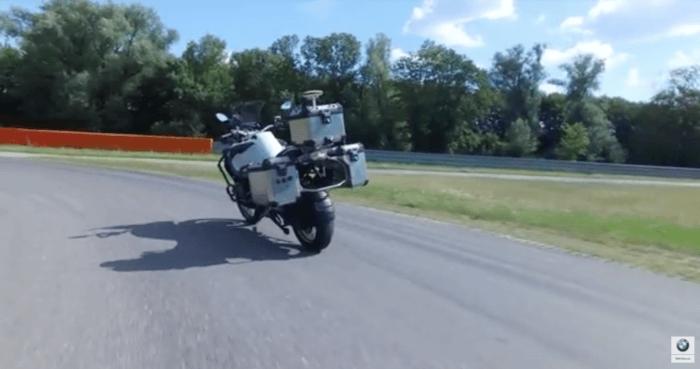 [Vidéo]: La moto autonome de Bmw est dévoilée dans une vidéo