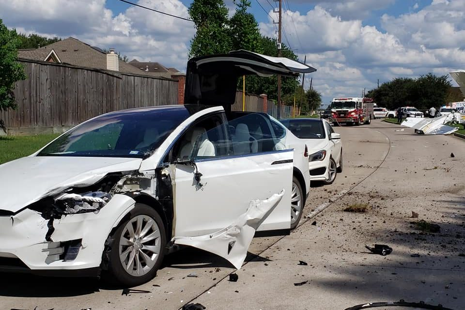 Une Tesla «Model X» résiste à un crash d'avion et le conducteur est indemne