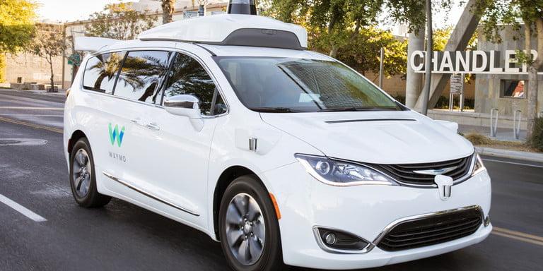 En Californie, Waymo obtient l'autorisation de tester pleinement ses véhicules autonomes sur les routes