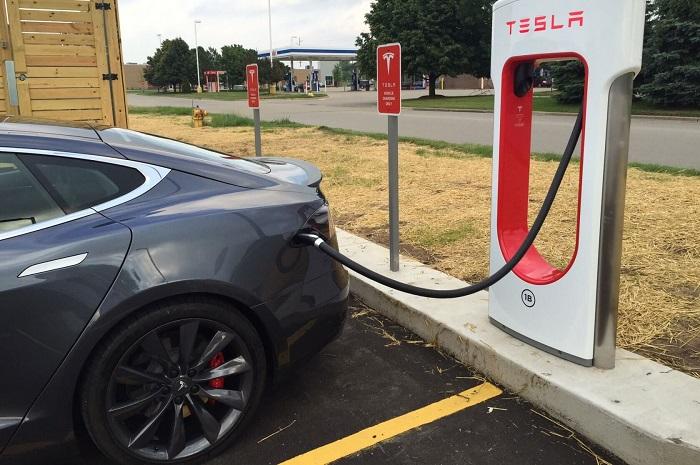 Pour 2019, Tesla envisage de déployer son réseau de superchargeurs à travers l'Europe