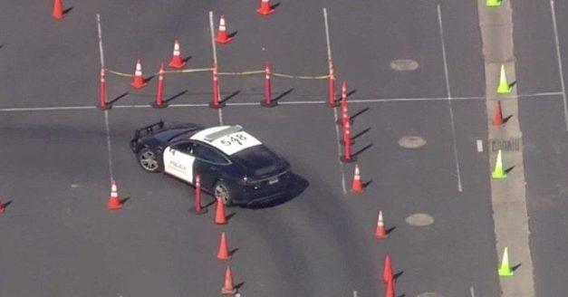 [Vidéo]: Une voiture de police Tesla modèle S à l'entrainement