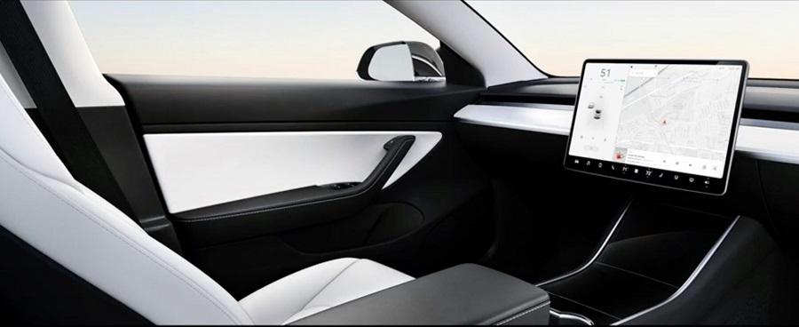Tesla dévoile son concept car sans volant, qui sortira dans deux ans