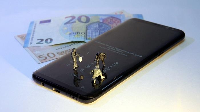 Infographie: Le paiement mobile reste très marginal en France