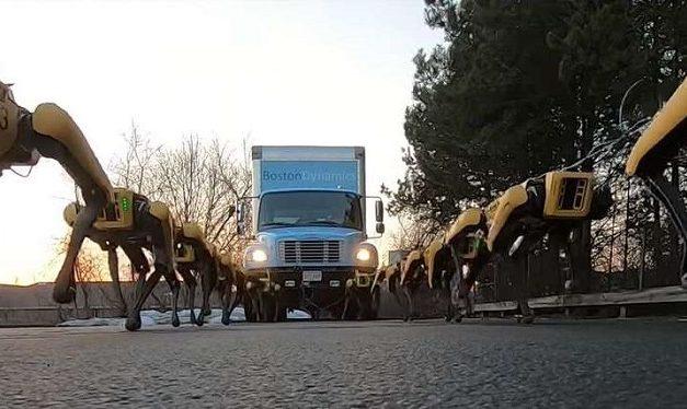 [Vidéo]: Regardez une armée de spot-mini tracter un camion
