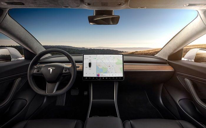 Une étude démontre que les conducteurs de Tesla surestiment les capacités de l'autopilote