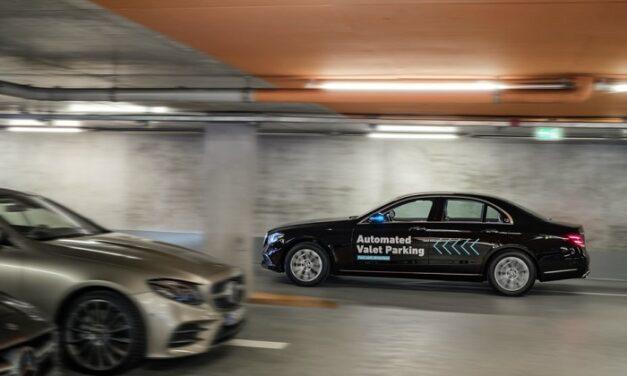 Daimler et Bosch lancent un système de valet de parking autonome en Allemagne