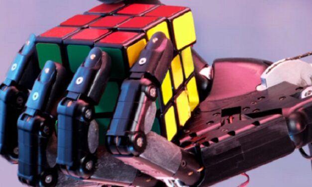 [Vidéo]: La main robotique Dactyl démontre ses capacités à résoudre un Rubik's cube grâce à l'IA