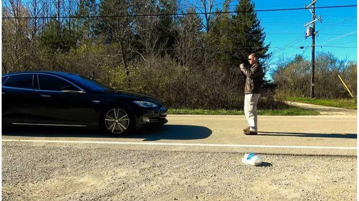 [Vidéo]: Tesla publie des vidéos impressionnantes de voitures évitant de renverser des piétons