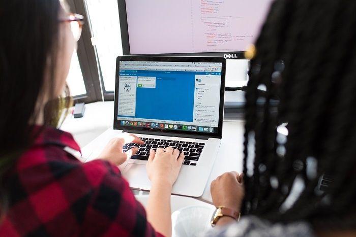 Comment créer son premier site internet de start-up à moindre coût ?