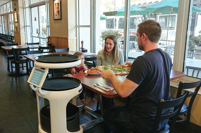 [Vidéo]: Un robot serveur dans les restaurants Japonais testé par SoftBank et Bear Robotics