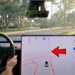 [Vidéo]: Regardez une Tesla céder le passage à un piéton à une intersection