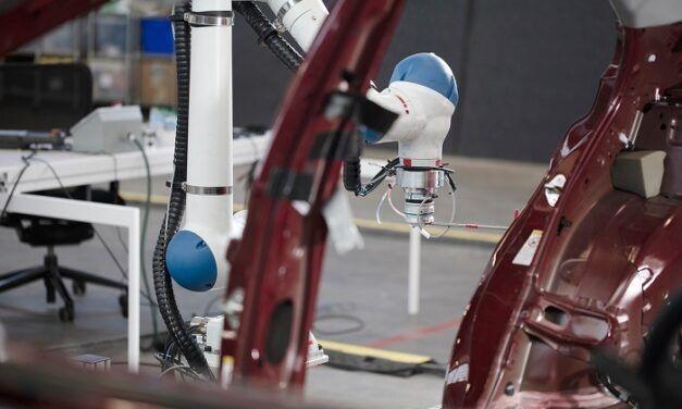 La start-up Symbio travaille avec Toyota et Nissan pour améliorer son robot d'assemblage industriel