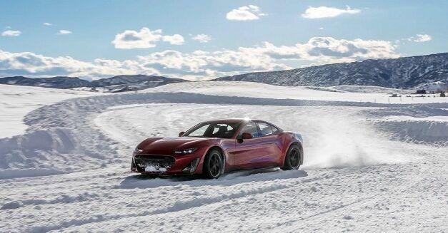 [Vidéo]: Regardez la supercar électrique Drako GTE glissant dans la neige