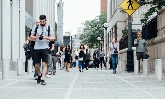 Heads up, la fonction qui incite les piétons à lever la tête quand ils marchent