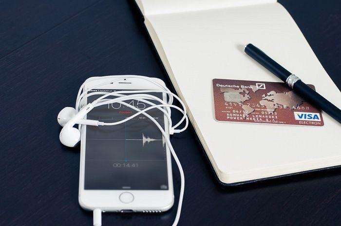 Infographie: Quels pays utilisent le plus les services bancaires mobiles ?
