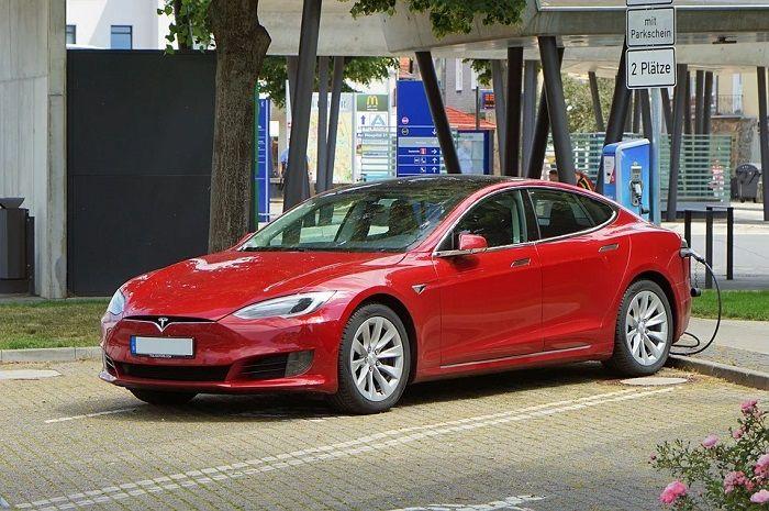 Infographie: l'évolution des livraisons de véhicules chez Tesla