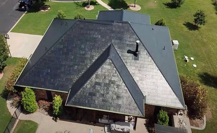 [Vidéo]: Un toit solaire Tesla résiste à une énorme tempête de grêle